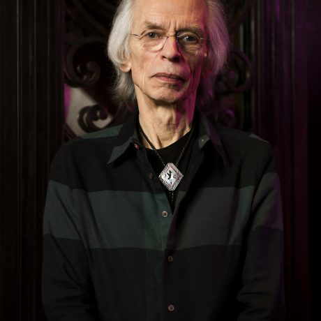 http://www.abuzzsupreme.it/wp-content/uploads/2020/08/Steve-Howe-promo-photo-3.-©-Will-Ireland-Prog-Magazine-and-Future-Publishing.jpg